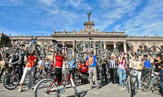 Pueblo bicicletero / por Moisés López Cantú